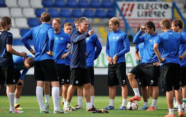 Fotbalisté Liberce trénovali na stadiónu U Nisy před odvetným zápasem play off Evropské ligy s Udinese Calcio. Uprostřed trenér Jaroslav Šilhavý.