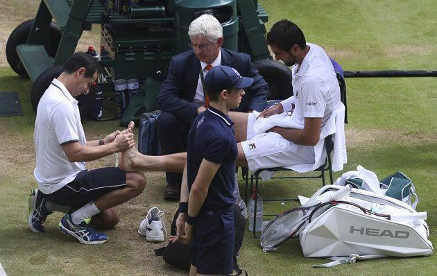 Ani ošetření Marinu Čiličovi od bolestí ve finále Wimbledonu úplně nepomohlo.