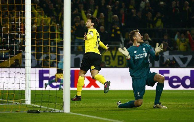 Stoper Borussie Mats Hummels se postaral o vyrovnání, Dortmund nakonec plichtil s Liverpoolem v úvodním čtvrtfinále Evropské ligy 1:1.