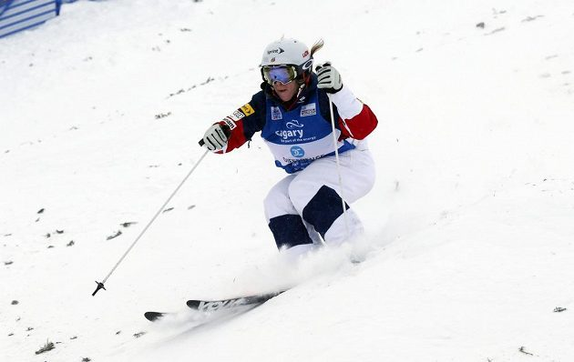 Američanka Hannah Kearneyová při SP v Calgary.