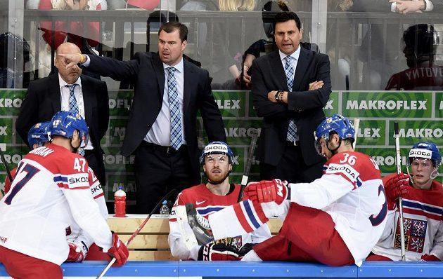 Čeští trenéři Jaroslav Špaček (vlevo) a Vladimír Růžička během utkání MS proti Švédsku.