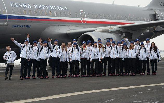 První část české olympijské výpravy před odletem do Soči na Zimní olympijské hry dne 30. ledna 2014 na kbelském letišti.