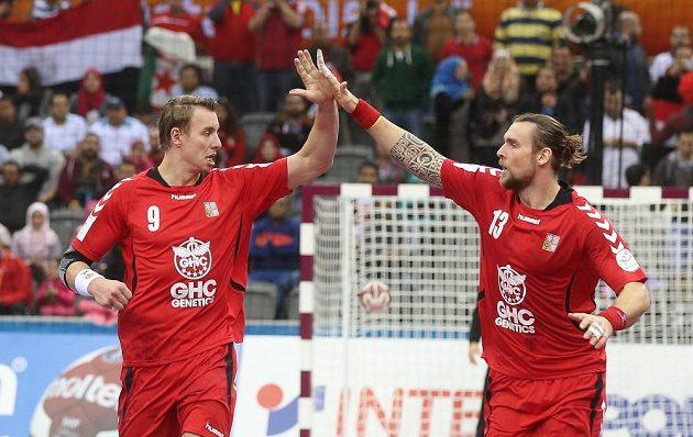 Filip Jícha (vlevo) a Pavel Horák v utkání MS proti Egyptu.