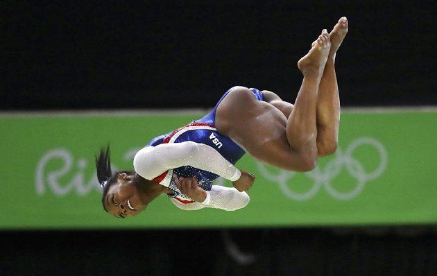 Má svaly i čáry! Vítězka gymnastického víceboje Simone Bilesová z USA.