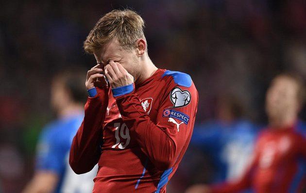 Ćeský fotbalový reprezentant Ladislav Krejčí během kvalifikačního utkání proti Islandu.