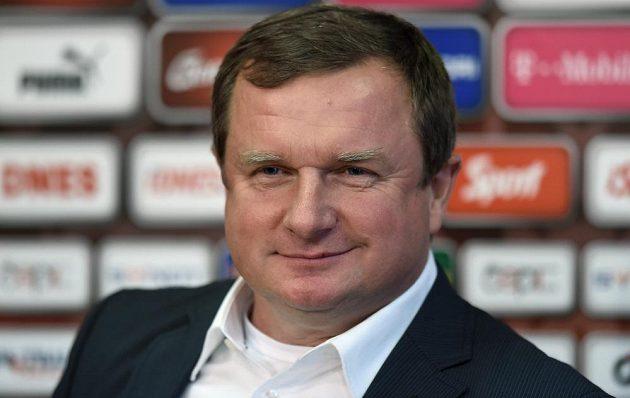 Trenér Pavel Vrba během tiskové konference české fotbalové reprezentace.