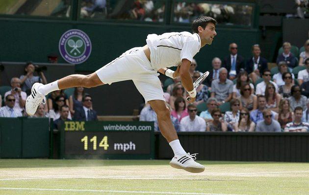 Srbský tenista Djokovič hraje v semifinále Wimbledonu proti Argentinci Del Potrovi.