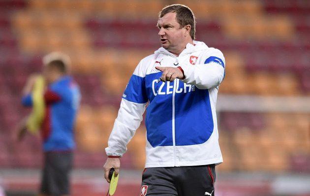 Kouč Pavel Vrba během tréninku české fotbalové reprezentace.