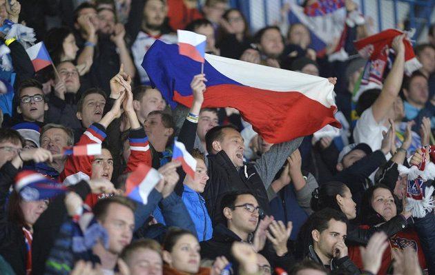 Čeští fanoušci v Plzni při utkání turnaje Karjala se Švédy.