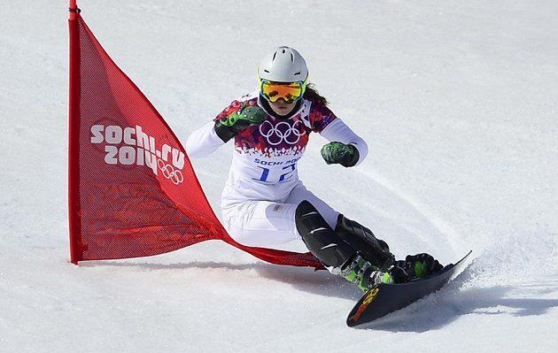Ester Ledecká na trati paralelního slalomu žen na hrách v Soči.