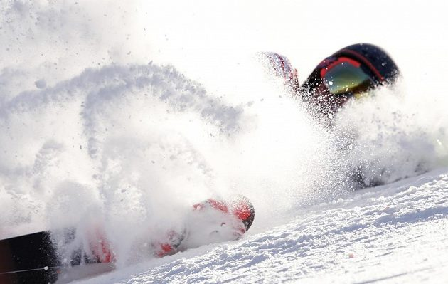 Drsný pád americké slalomářky Resi Stieglerové.
