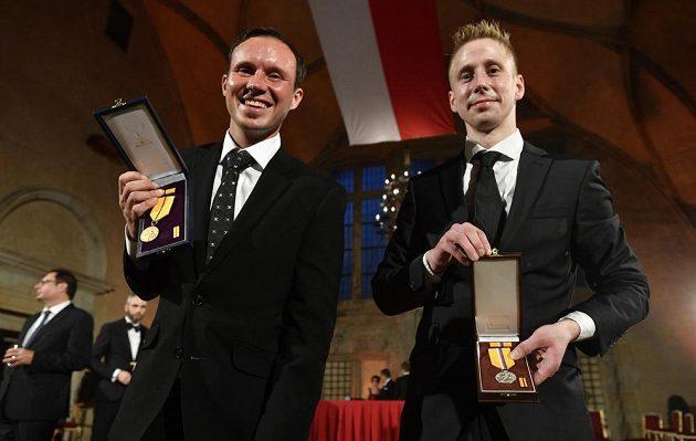 Na snímku jsou ocenění Libor Podmol (vlevo) a David Michajlak po ceremoniálu