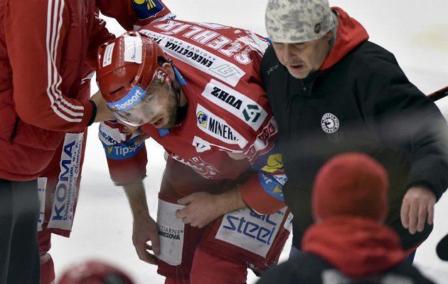 Zraněný Richard Stehlík z Třince ve druhém utkání předkola play off.