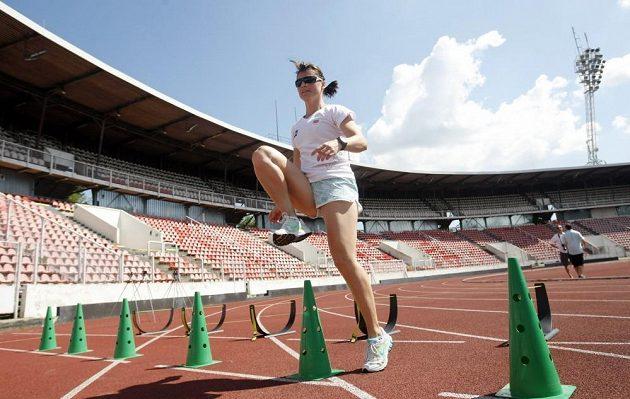 Nikola Sudová během tréninku na stadiónu Evžena Rošického.