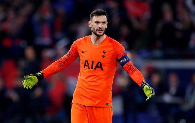 Rozzlobený brankář Tottenhamu Hugo Lloris.