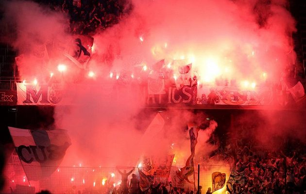 Fanoušci Marseille v Salcburku při odvetě semifinále EL.
