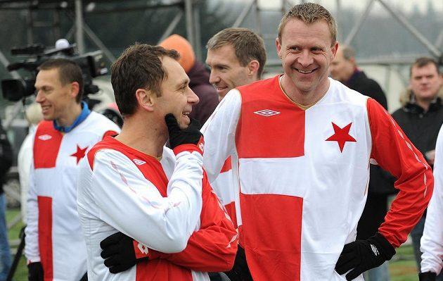 Internacionálové Slavie Praha Ivo Ulich (vlevo) a Stanislav Vlček během tradičního Silvestrovského derby mezi týmy AC Sparta Praha a SK Slavia Praha.