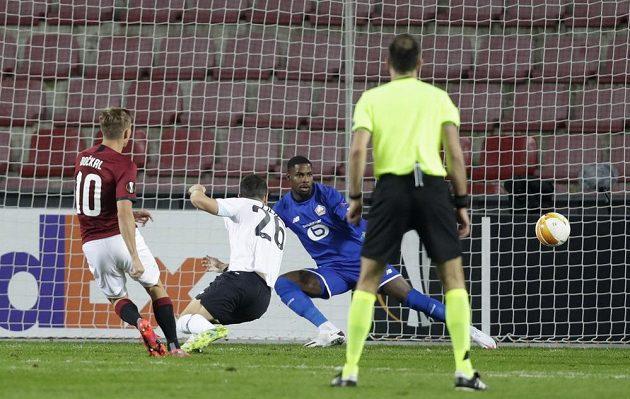 Sparťanská radost. Bořek Dočkal vyrovnal ve druhé půli duel s Lille na 1:1.