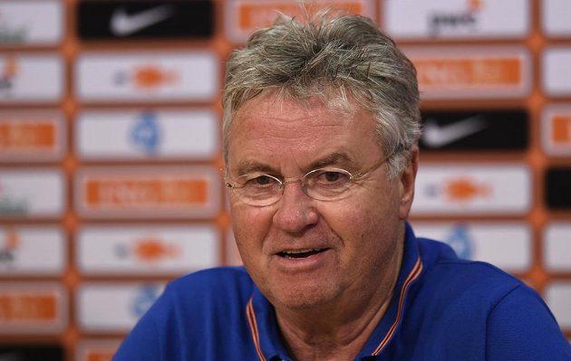 Nizozemský trenér Guus Hiddink na tiskové konferenci v Praze.