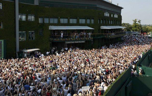 Andy Murray se stal prvním britským vítězem Wimbledonu od roku 1936 a fanoušci byli u vytržení.