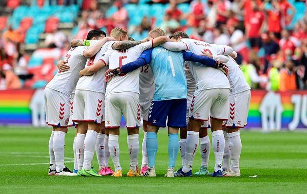 Fotbalisté Dánska na hřišti v Johan Cruijff Areně v Amsterdamu před startem osmifinále EURO.