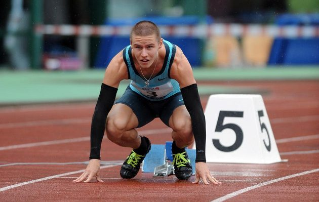 Běžec Pavel Maslák na startu závodu 400 m v rámci Memoriálu Josefa Odložila v Praze.