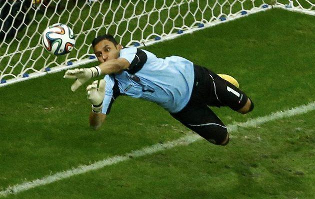Kostarický gólman Keylor Navas vyřešil ve čtvrtfinále spoustu nebezpečných situací.