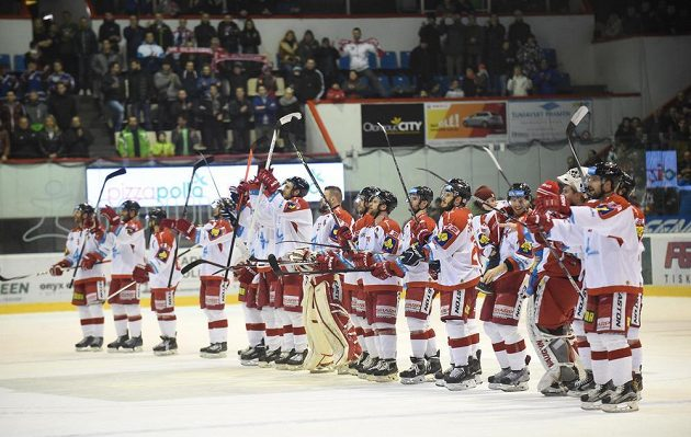 Hokejisté Olomouce se radují z vítězství nad Plzní ve čtvrtém čtvrtfinálovém duelu.