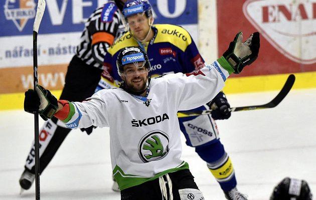 Dominik Pacovský z Mladé Boleslavi se raduje z gólu ve Zlíně.