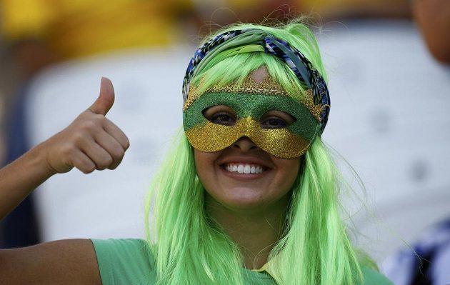 Brazilská fanynka byla po úvodním zápase světového šampionátu spokojená, Kanárci zdolali Chorvatsko.