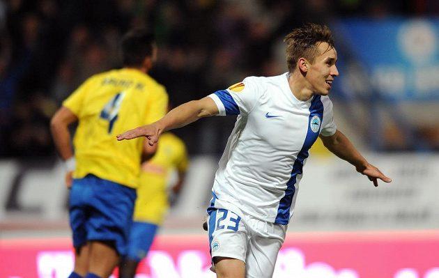 Liberecký záložník Josef Šural oslavuje vedoucí gól nad Estorilem.