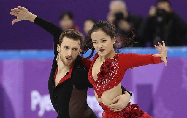 Tady bylo ještě vše v pořádku. Min Ju-ra a Alexander Gamelin při krátkém tanci.