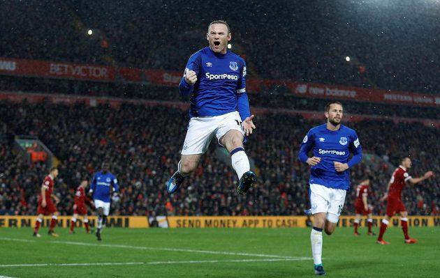 Wayne Rooney z Evertonu byl po proměněné penaltě v derby s Liverpoolem v sedmém nebi.