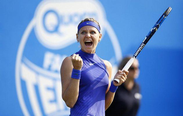 Česká tenistka Lucie Šafářová se raduje z vítězství nad Dominikou Cibulkovou.