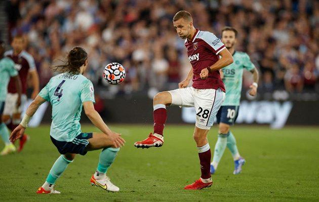 Tomáš Souček v zápase proti Leicesteru