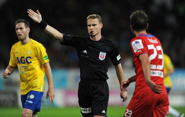 Rozhodčí Jiří Jech během utkání Teplic s Plzní.