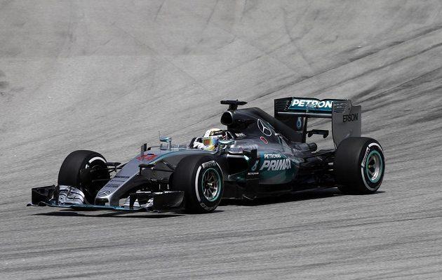 Pilot Mercedesu Lewis Hamilton během malajsijské Grand Prix.