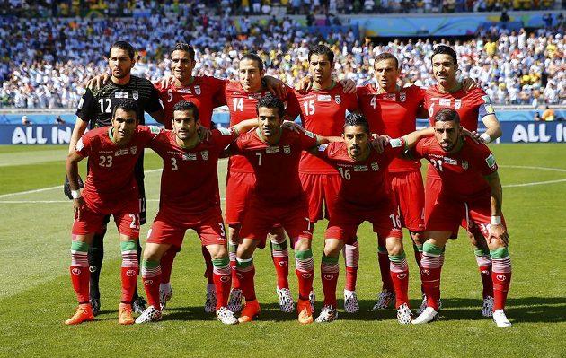 Íránská jedenáctka před utkáním proti Argentině.