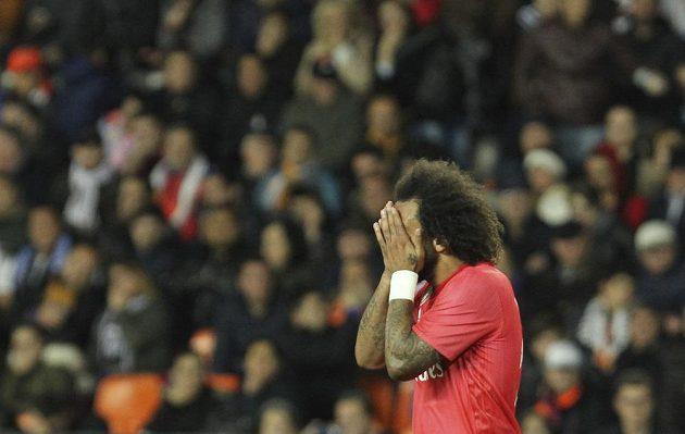 Obránce Realu Madrid Marcelo byl po prohře ve Valencii ve španělské lize pořádně zklamaný.
