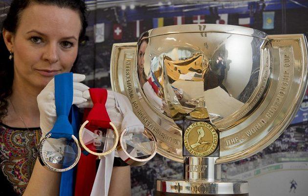 O tyto trofeje se bude hrát na pražském hokejovém MS.
