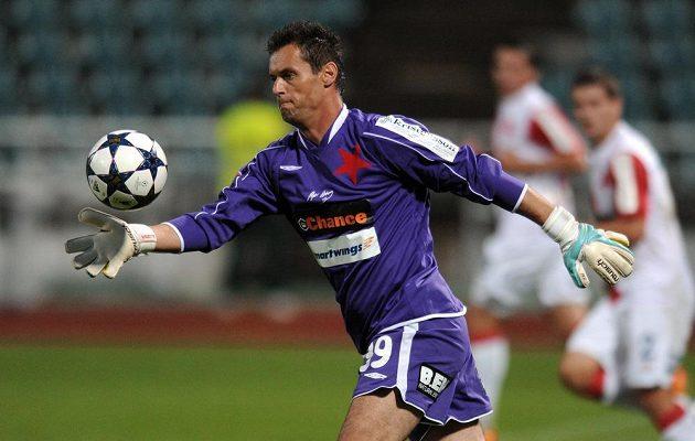 Brankář pražské Slavie Radek Černý v malém derby proti Dukle uhájil čisté konto.