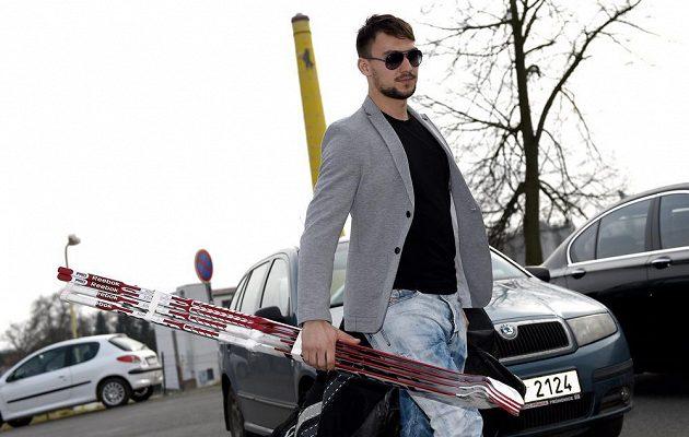 Brankář Jakub Kovář míří na kemp hokejové reprezentace ve Velkých Popovicích.
