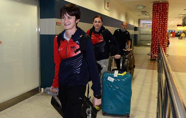 Rychlobruslařka Martina Sáblíková (vpředu) na letišti Václava Havla po návratu ze Salt Lake City.