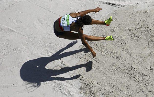 Sedmibojařka Nafissatou Thiamová z Belgie během olympijského závodu.