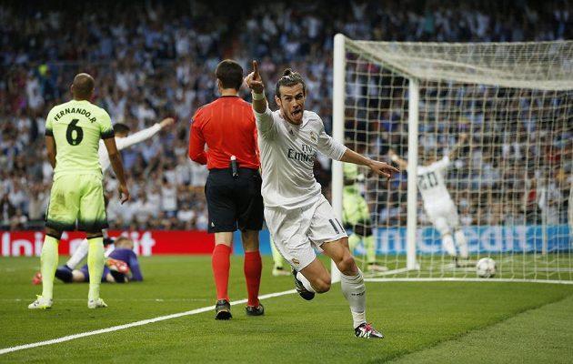 Gareth Bale z Realu Madrid se raduje z branky, kterou vstřelil do sítě Manchesteru City.