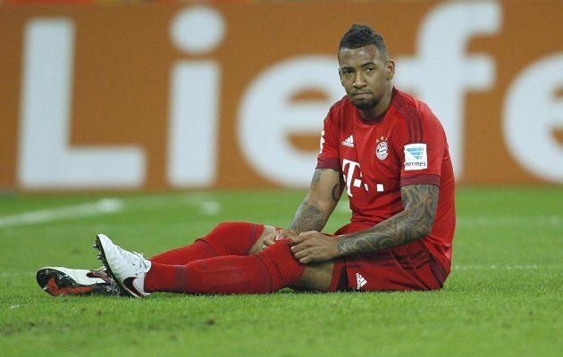 Zklamaný Jerome Boateng z Bayernu po prohře v Mönchengladbachu.