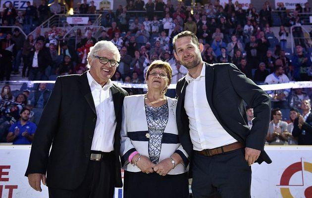Ján Lašák se svými rodiči.