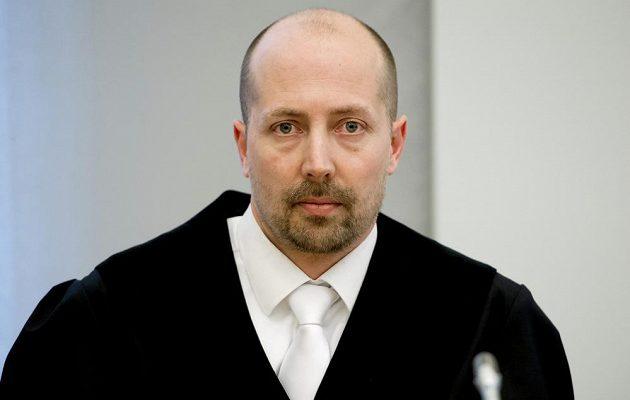 Státní zástupce Achim von Engel čeká na verdikt soudu s Ulim Hoenessem.