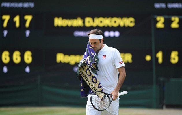 Roger Federer v souboji s Novakem Djokovičem