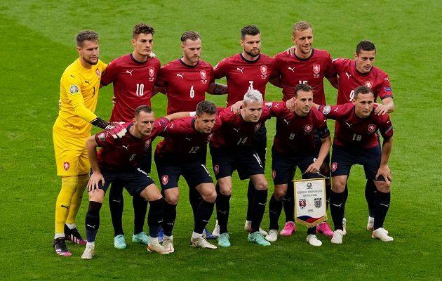 Český tým před utkáním EURO s Anglií ve Wembley.